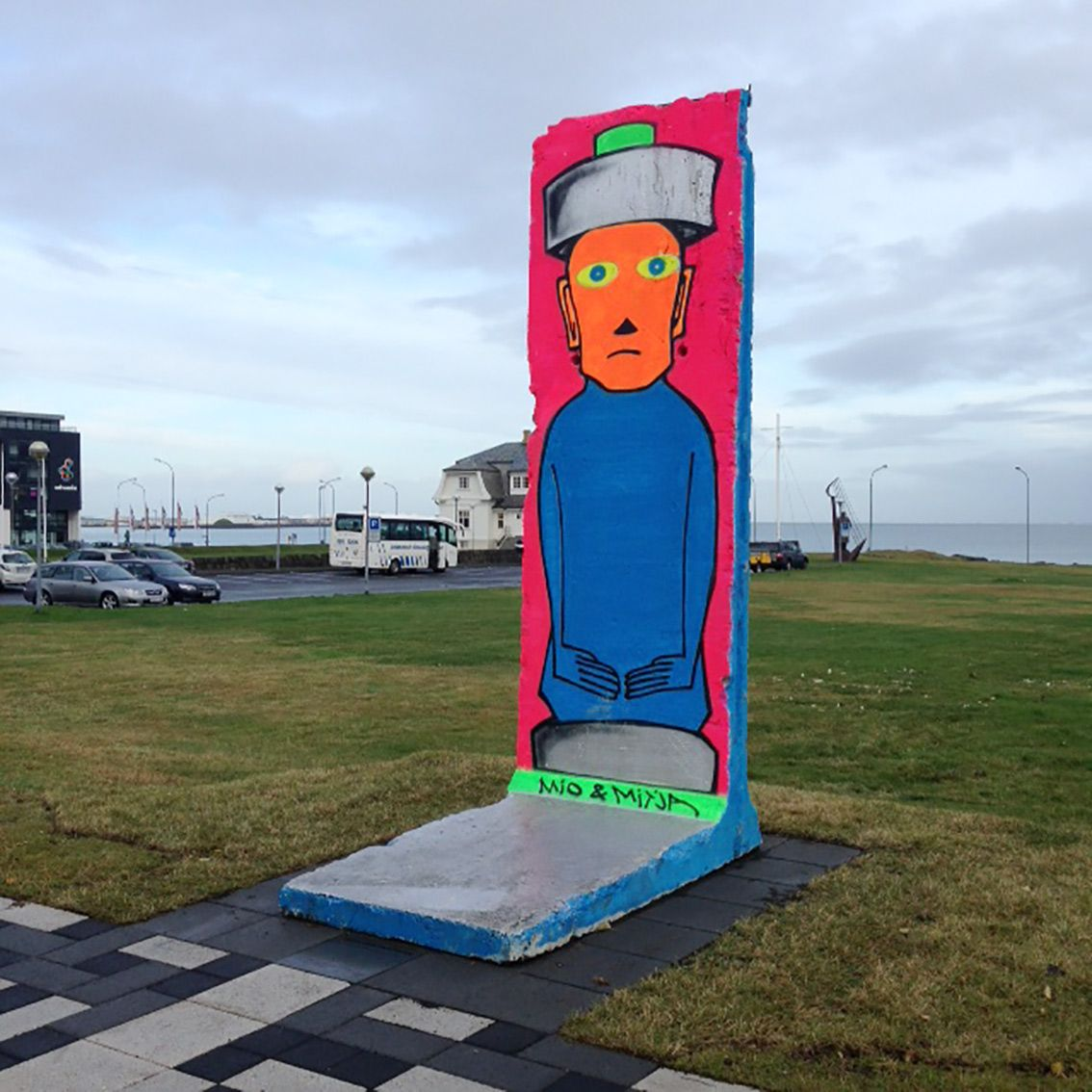 Art in public space: Coast line