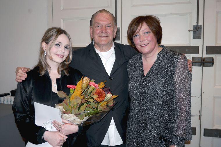 Artist Dodda Maggý receives a prize from Guðmunda S. Kristinsdóttir Arts Fund