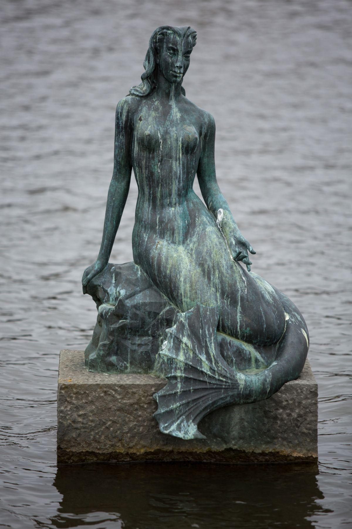 Nína Sæmundsson, Hafmeyjan, 1948. Ljósmynd: Art Bicnick.