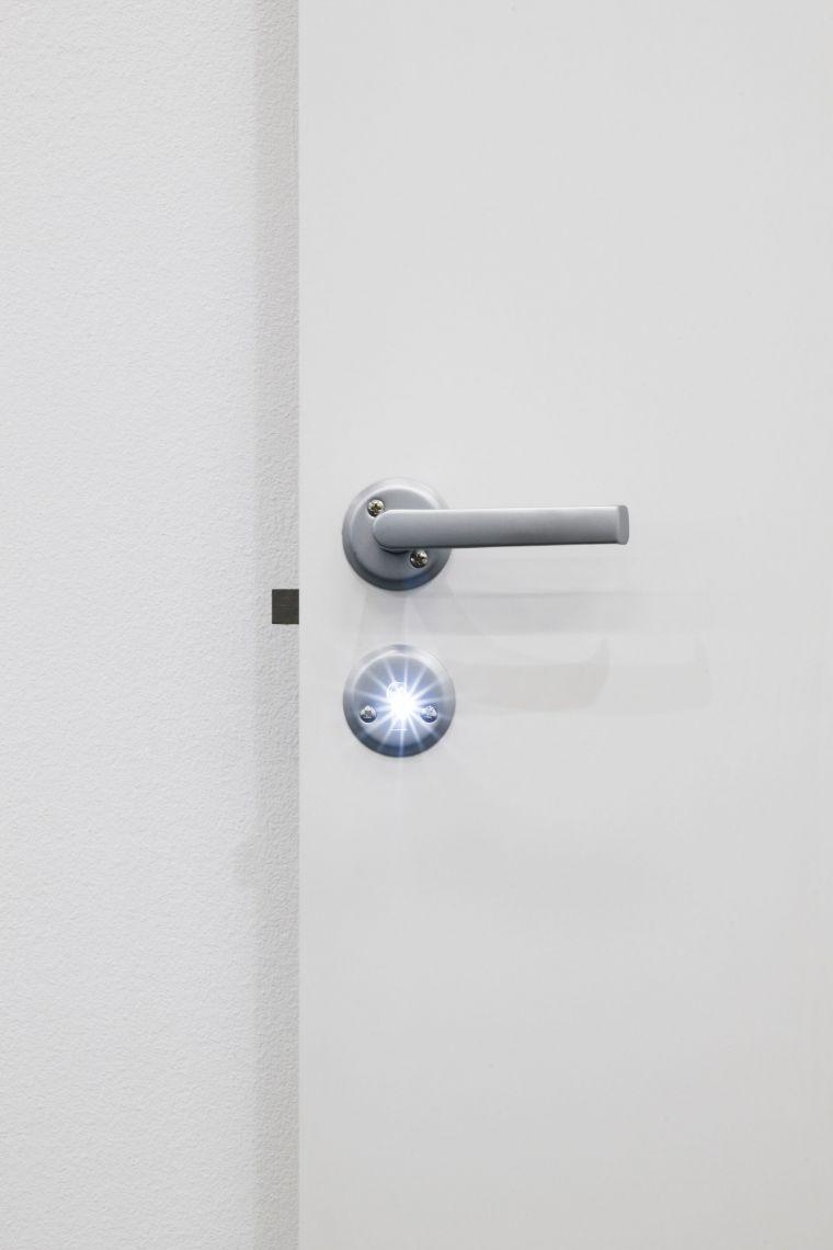 Hreinn Friðfinnsson, Door (detail), 2016 Wood, glow thread, metal 200 x 80.1 cm View at Centre d'Art Contemporain Genève, 2019 Courtesy Collection Reykjavik Art Museum Photo: Mathilda Olmi