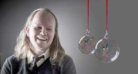 Egil Sæbjörnsson og Kærleikskúla ársins 2017.