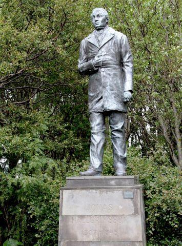 Jónas Hallgrímsson eftir Einar Jónsson frá 1905.